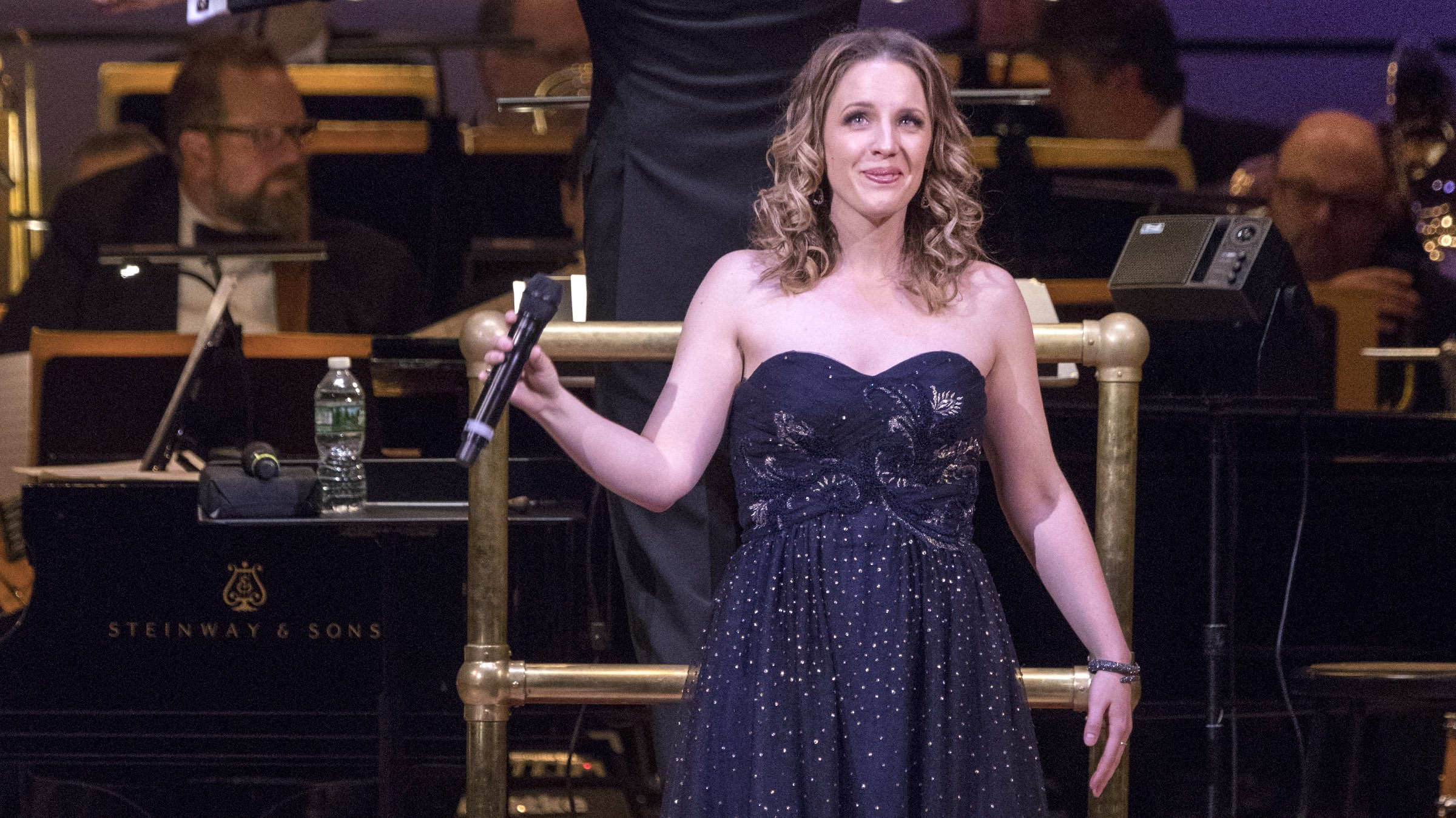 Jessie Mueller performs with The New York Pops